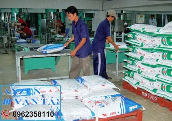 vận chuyển thức ăn chăn nuôi