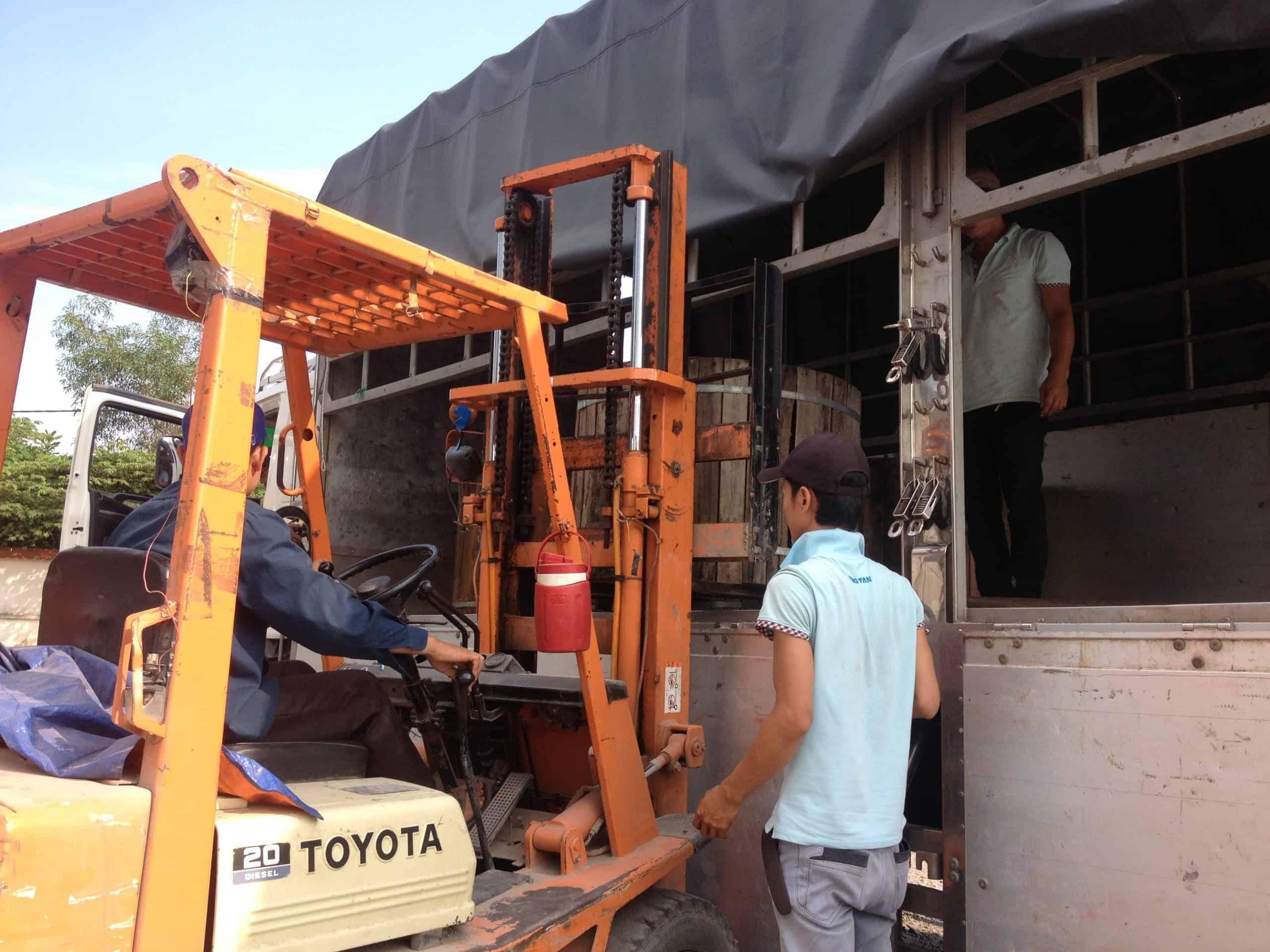 Vận chuyển sàn gỗ đi Hồ Chí Minh